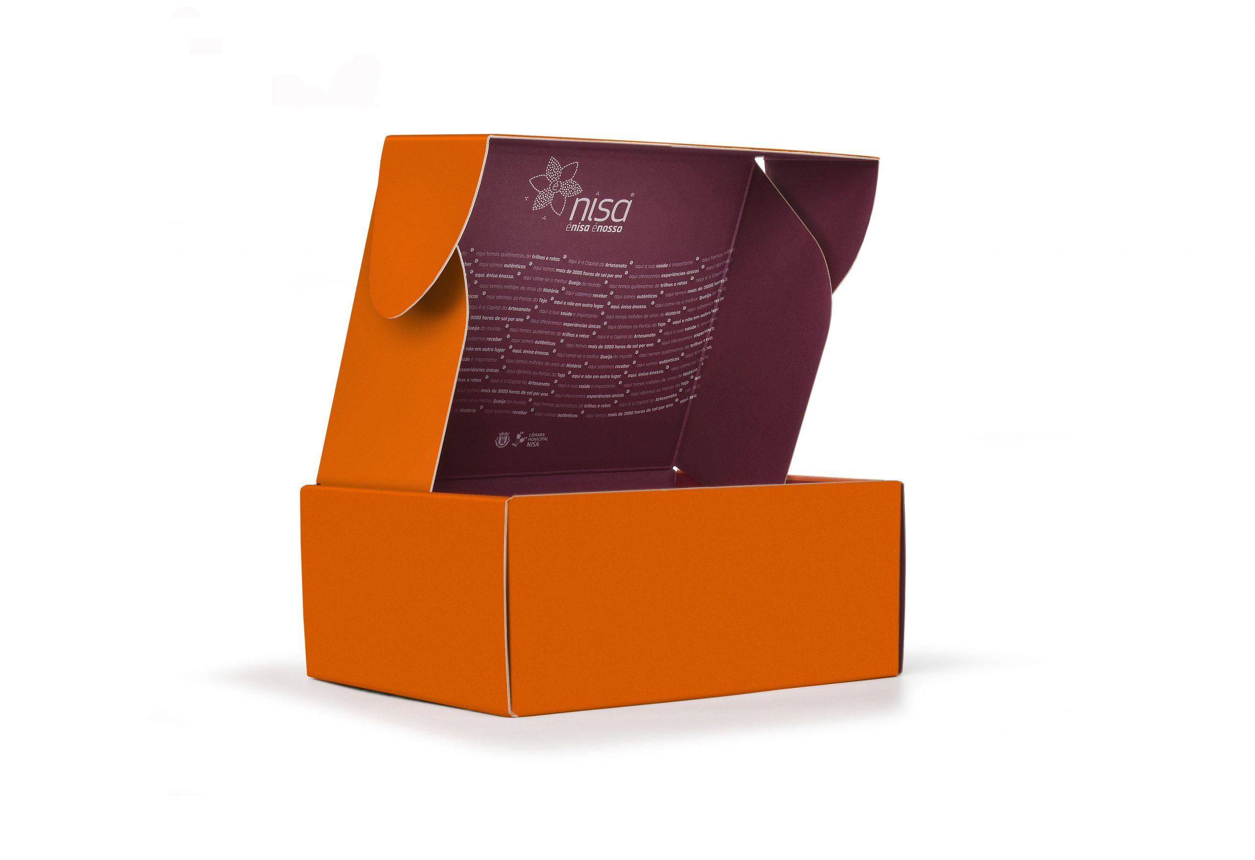 CMNisa_embalagem_cartão_personalizada_no_exterior_e_interior